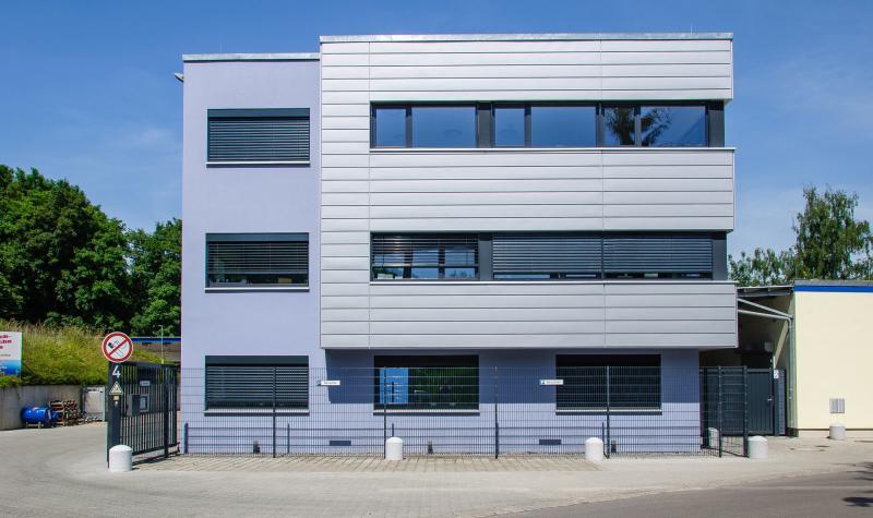 Sommer 2011: Neubau für Labor, Büro und Empfang