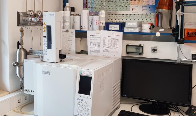 Frühjahr 2012: Installation eines Gaschromatographen